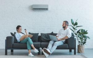Installation d'une pompe à chaleur air air dans un logement pour particuliers par des chauffagistes de Saint-Vallier